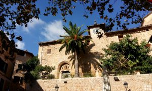 Dorf in den Bergen Mallorca